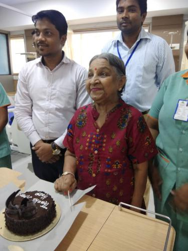 Dialysis patient Darshana Mahimkar wanted to celebrate her birthday with Apex hospital members